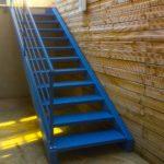 Escalier en métal bleu