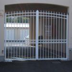 rénovation grille en métal blanc