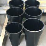 pots différentes tailles en métal noir